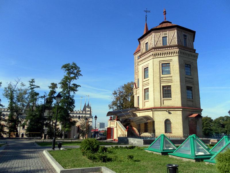 http://michkoff.narod.ru/kiev/kiev_water_002.jpg